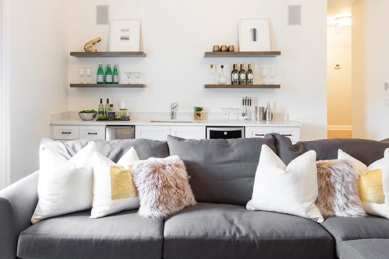 10 Gorgeous Accent Pillows; Make Your Rooms Stunned & Bold